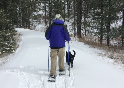 Deron Snowshoeing Mickelsong Trail with Tabaliah 2017-02025